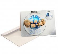 Zakelijke Kerst/Nieuwjaarskaart met wereldbol en pakketten verwerkt in kerstbal.