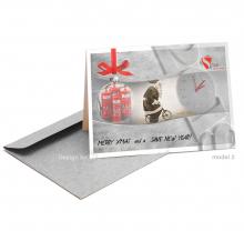 Zakelijke Merry Xmas en New Year kaart voor safety bedrijf met kerstman en klok.